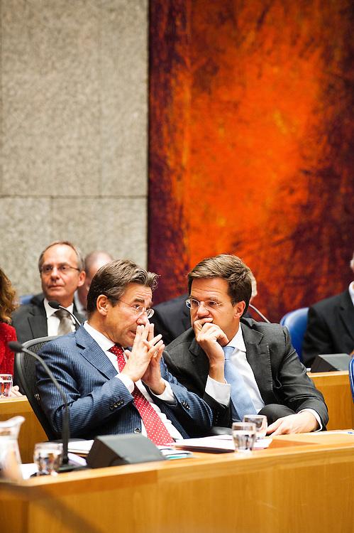 Nederland, Den Haag, 21 sept   2011.Algemene Politieke Beschouwingen in de tweede kamer..Verhagen en Rutte in het vak K, het vak waar het kabinet zit..Foto (c): Michiel Wijnbergh