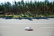 Ellen van Vugt is onderweg voor haar recordpoging. In Duitsland worden op de Dekrabaan bij Schipkau recordpogingen gedaan met speciale ligfietsen tijdens een speciaal recordweekend.<br /> <br /> Ellen van Vugt at her record attempt. In Germany at the Dekra track near Schipkau cyclists try to set new speed records with special recumbents bikes at a special record weekend.