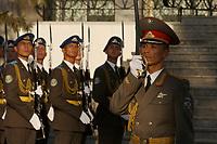 10 AUG 2003, TASCHKENT/USBEKISTAN:<br /> Ehrenformation des Usbekischen Militaers, waehrend dem Empfang von BM P eter S truck mit militaerischen Ehren, Verteigungsministerium von Usbekistan<br /> IMAGE: 20030810-01-037<br /> KEYWORDS: Streitkraefte, Streitkräfte,  Tashkent, Uzbekistan, Armee, Army,