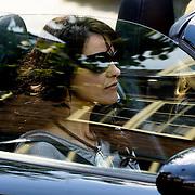NLD/Laren/20080521 - TV opname serie Gooise Vrouwen, Linda de Mol en Susan Visser in de Porsche van Linda