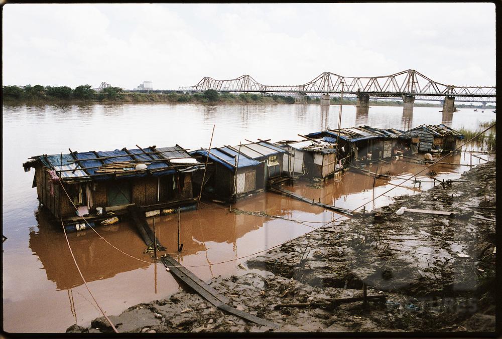 Shantytown along the Red River, Long Bien Bridge, Hanoi, Vietnam, Southeast Asia, 2006