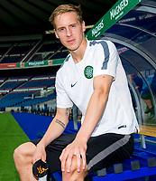 05/08/14  <br /> BT MURRAYFIELD STADIUM - EDINBURGH<br /> Celtic's Stefan Johansen prepares to take on Legia Warsaw