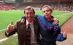File photo dated 04-05-1998 of Gordon Banks, a member of the '66 World Cup Squad, with his young grandson, Edward Jervis.