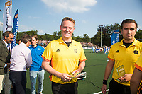 UTRECHT -  Scheidsrechters Coen van Bunge en Paul vd Assum    na  de finale van de play-offs om de landtitel tussen de heren van Kampong en Amsterdam (3-1).    COPYRIGHT KOEN SUYK
