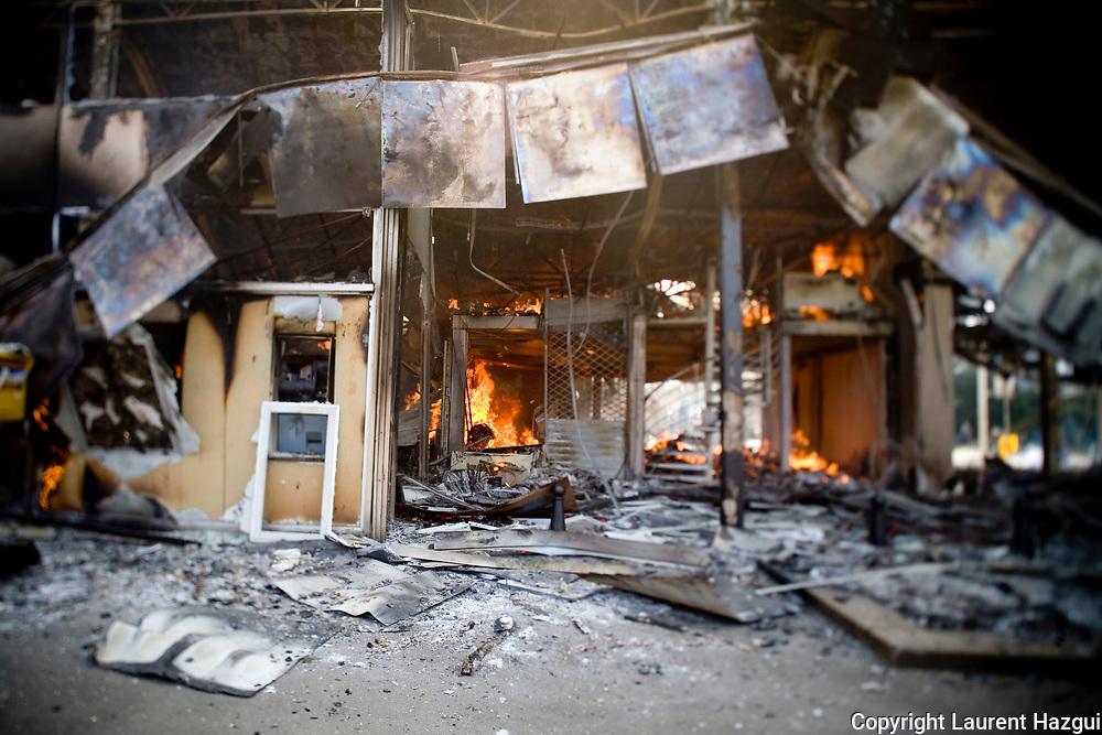 04042009. Strasbourg. Bâtiment vide en feu. <br /> Grande manifestaton anti-otan qui dégénère en affrontements entre manifestants autonomes (black bloc) et forces publiques.