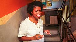 """PORTO ALEGRE, RS, BRASIL, 21-01-2017, 13h20'15"""":  Desiree dos Santos, 32, no Matehackers Hackerspace da Associação Cultural Vila Flores, no bairro Floresta da capital gaúcha. A  Consultora de Desenvolvimento de Software na empresa ThoughtWorks fala sobre as dificuldades enfrentadas por mulheres negras no mercado de trabalho.(Foto: Gustavo Roth / Agência Preview) © 21JAN17 Agência Preview - Banco de Imagens"""
