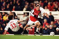 Fredrik Ljungberg (Arsenal) Julio Arca (Sunderland). Arsenal 2:2 Sunderland. FA Carling Premiership, 30/12/2000. Credit Colorsport / Stuart MacFarlane.