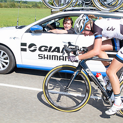 WIELRENNEN BOELS RENTAL LADIESTOER, Tiel: Shimano ploegleider Hans Timmermans spreekt koploopster Willeke Knol toe