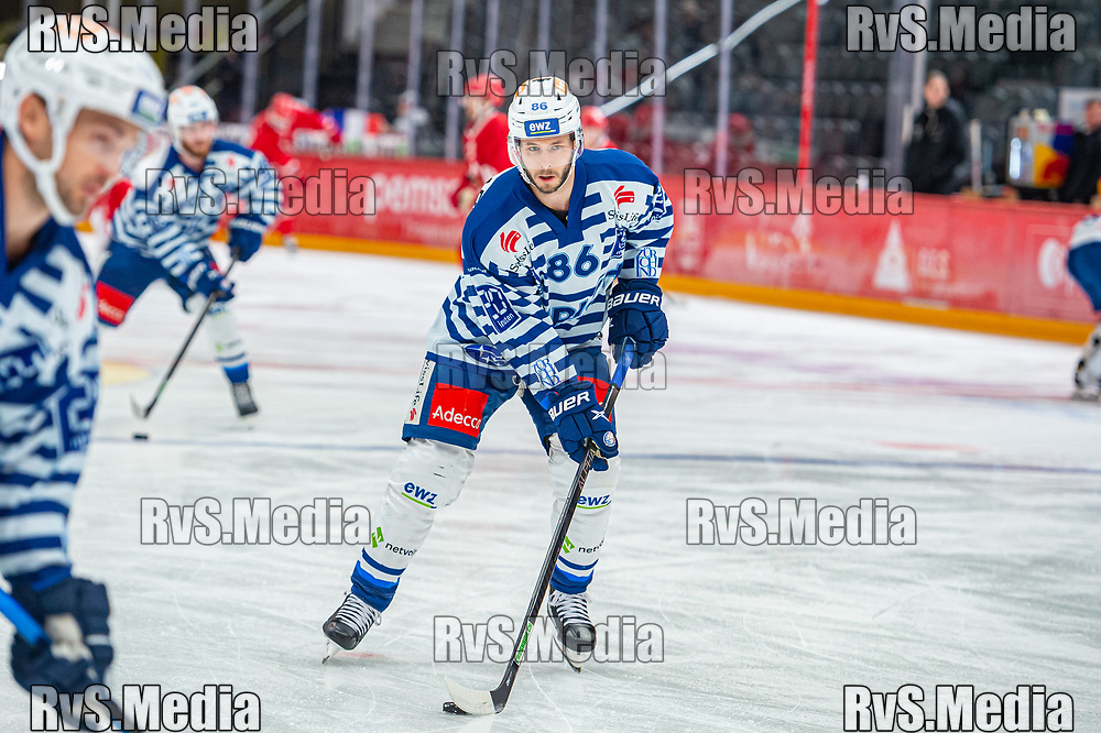 LAUSANNE, SWITZERLAND - OCTOBER 01: Dario Trutmann #86 of ZSC Lions warms up prior the Swiss National League game between Lausanne HC and ZSC Lions at Vaudoise Arena on October 1, 2021 in Lausanne, Switzerland. (Photo by Monika Majer/RvS.Media)