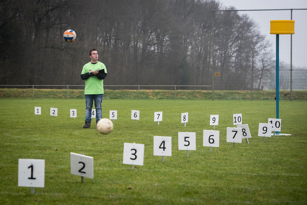 Foto: Gerrit de Heus. Tiendeveen. 23-12-2017. Nederlands Kampioenschap (NK) Carbiddarten.