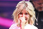 """Gerührte Beatrice Egli mit Tränen auf den Wangen bei der SRF-Pop-Schlager-Show """"Hello Again"""". Aufzeichnung vom 14. April 2019 in den Fernsehstudios Zürich."""