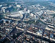 Nederland, Zuid-Holland, Leiden, 01-12-2005; luchtfoto  omgeving Centraal Station,  vanaf het station (naar links onder) de Stationsweg overgaand in Steenstraat met het plein van de Beestenmarkt; naar rechts de Oude Singel (met historische gevel Museum de Lakenhal); links boven het station het LUMC - zie hiervoor ook andere (lucht)foto's; de molen op de foto is de Valk, een zogenaamde stellingmolen (stadsmolen), gebruikt voor het malen van graan tot meel; monumenten, stadsontwikkeling, spoorwegen, NS, treinen, binnenstad, singels.foto Siebe Swart