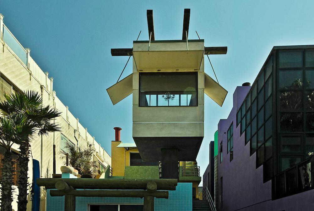 California, Los Angeles, Venice Beach, Norton House (Venice) Designed by Frank O. Gehry, 1982-1984, Ocean Front Walk