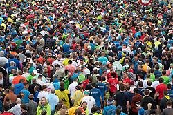 14.04.2019, Linz, AUT, Oberbank Linz Donau Marathon, am Sonntag, 14. April 2019, während des Linz Donau Marathon, in Linz, im Bild Teilnehmer beim Linz Marathon // during the Oberbank Linz Donau Marathon in Linz, Austria on 2019/04/14. EXPA Pictures © 2019, PhotoCredit: EXPA/ Reinhard Eisenbauer