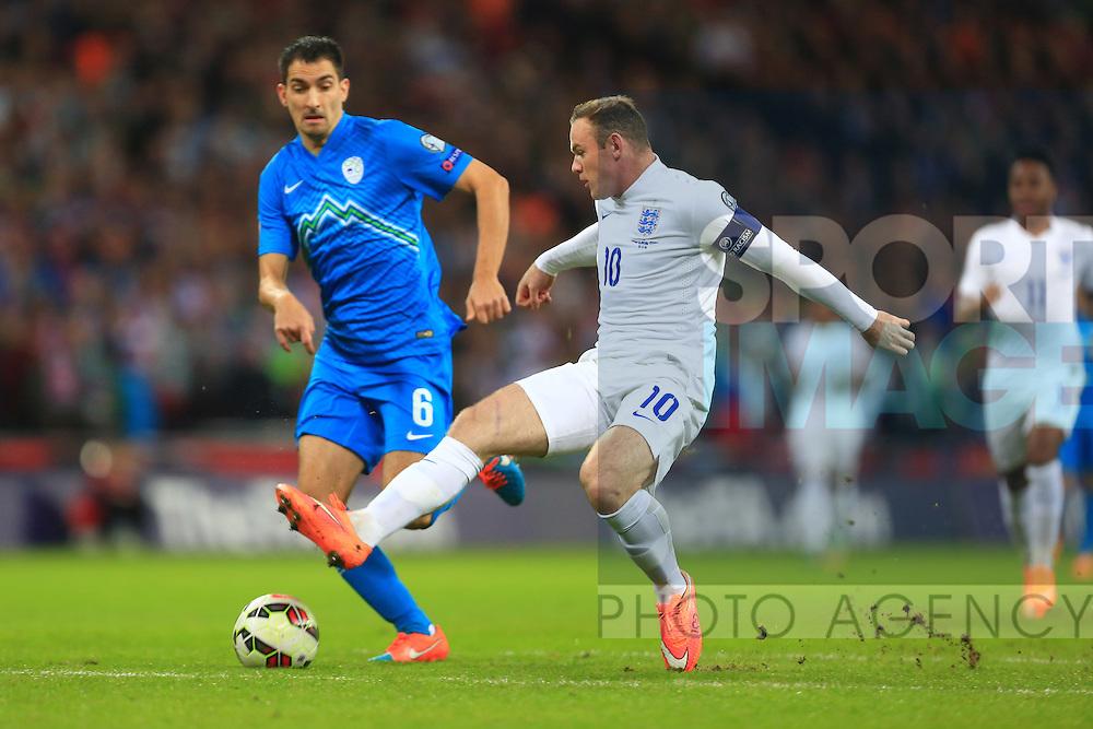 Wayne Rooney of England latches on to a long ball but fails to capitalise - England vs. Slovenia - UEFA Euro 2016 Qualifying - Wembley Stadium - London - 15/11/2014 Pic Philip Oldham/Sportimage