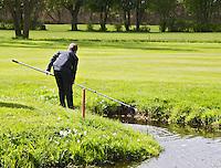 GOUDA - GOLFBAAN IJSSELWEIDE , kennismaken met golf tijdens Open Golfdag, hengel, ballenvanger. COPYRIGHT KOEN SUYK
