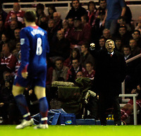 Photo: Jed Wee.<br />Middlesbrough v Manchester Utd. The Barclays Premiership. 29/10/2005.<br /><br />Manchester United manager Sir Alex Ferguson (R) tries to get Wayne Rooney in line.
