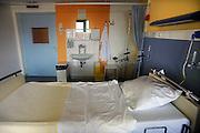 Nederland, Nijmegen, 16-7-2009Leeg bed in een ziekenhuiskamer.Foto: Flip Franssen