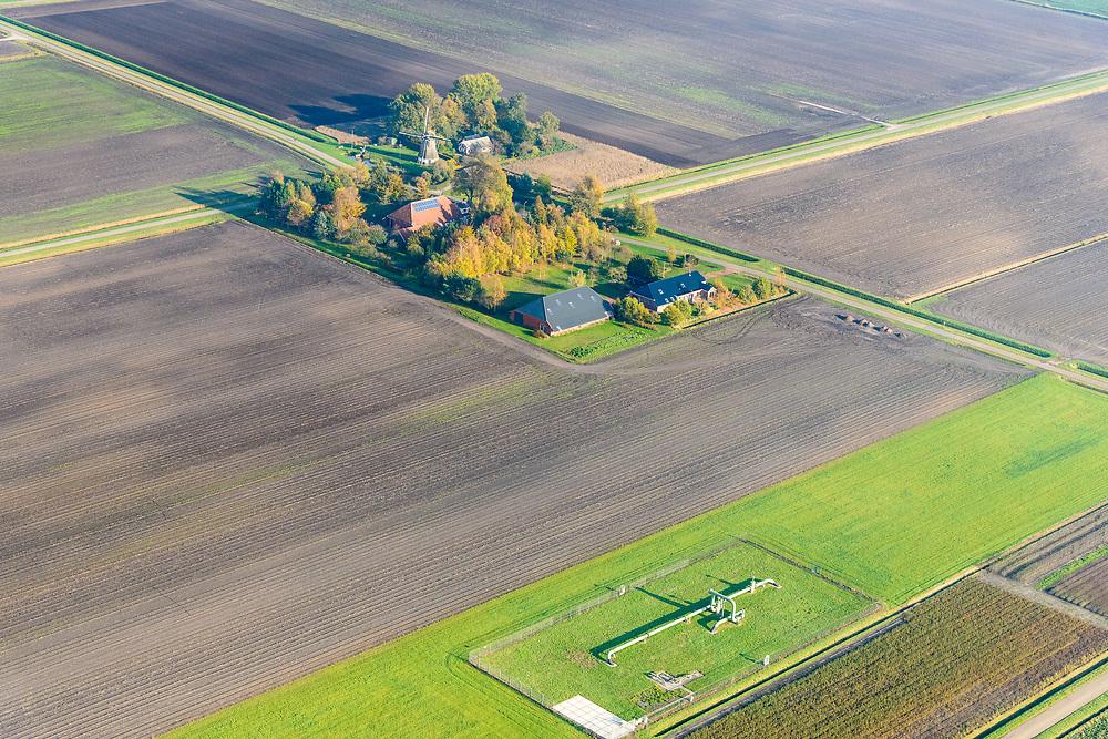 Nederland, Groningen, Gemeente Midden-Groningen, 04-11-2018; Onderdeel van de aardgaswinningsinstallatie bij Kolham, Kooimer / Froombosch, nabij Slochteren. In 1959 werd bij Kolham voor het eerst aardgas ontdekt, de Slochter gasbel.<br /> Door aardbevingen getroffen gebied, bevingen die het gevolg zijn van de winning van aardgas.<br /> Part of natural gas extraction facility at Kolham, near Slochteren. In 1959, at Kolham, natural gas was discovered for the first time, the Slochter gas bubble.<br /> Earthquake-affected area, quakes resulting from the extraction of natural gas.<br /> <br /> luchtfoto (toeslag op standaard tarieven);<br /> aerial photo (additional fee required);<br /> copyright© foto/photo Siebe Swart