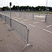 NLD/Huizen/20080527 - Parkeerplaats SV Huizen met hekken afgezet voor de Avondvierdaagse 2008