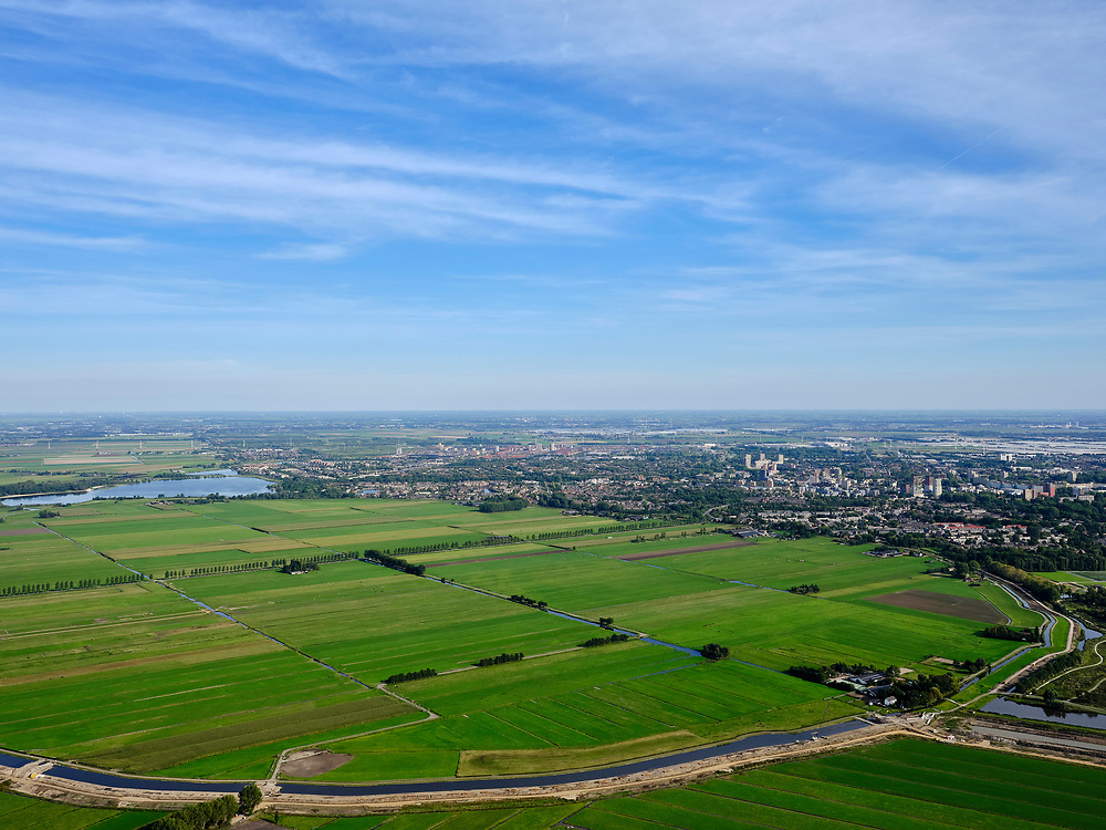 Nederland, Zuid-Holland, Zoetermeer, 14-09-2019; Zoetermeersche Meerpolder (Zoetermeerse Meerpolder), gezien naar Stompwijk en A4. Droogmakerij.<br /> Zoetermeersche Meerpolder (Zoetermeerse Meerpolder), seen to Stompwijk and A4.<br /> <br /> luchtfoto (toeslag op standard tarieven);<br /> aerial photo (additional fee required);<br /> copyright foto/photo Siebe Swart