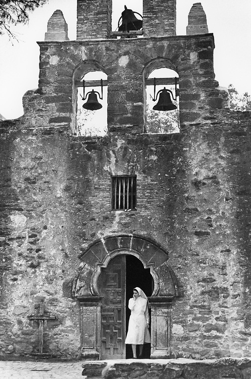 ©1990 Visitors at Mission San Jose, a Spanish mission in San Antonio, Texas.  It is the largest mission in the Mission Trail south of the Alamo.