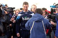 Fotball<br /> Landslaget Norge<br /> 12.10.07<br /> Før Bosnia - Norge EM kvalifisering<br /> Bislett Stadion<br /> Azar Karadas måtte forlate treningen med en brukket finger<br /> Foto - Kasper Wikestad