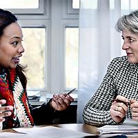 Nederland, Amsterdam , 25 maart 2014.<br /> Omaima El Tahir is genomineerd voor de ECHO Award (Expertisecentrum Allochtonen Hoger Onderwijs Award)<br /> Op de foto Omaima in gesprek met haar opleidingsdirecteur Gerda Croiset.<br /> Foto:Jean-Pierre Jans