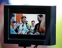 GEPA-2306086014 - REGENDSDORF,SCHWEIZ,23.JUN.08 - FUSSBALL - UEFA Europameisterschaft, EURO 2008,  Schiedsrichter Fototermin. Bild zeigt Roberto Rosetti (ITA) am Display einer Kamera.<br />Foto: GEPA pictures/ Philipp Schalber