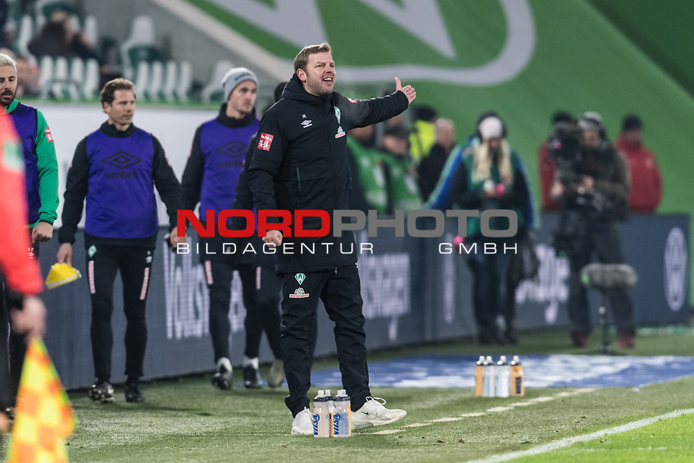 01.12.2019, Volkswagen Arena, Wolfsburg, GER, 1.FBL, VfL Wolfsburg vs SV Werder Bremen<br /> <br /> DFL REGULATIONS PROHIBIT ANY USE OF PHOTOGRAPHS AS IMAGE SEQUENCES AND/OR QUASI-VIDEO.<br /> <br /> im Bild / picture shows<br /> Florian Kohfeldt (Trainer SV Werder Bremen) in Coachingzone / an Seitenlinie, <br /> <br /> Foto © nordphoto / Ewert