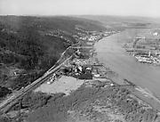 "4618 ""Willamette River at gas plant and St. Johns bridge. February 21, 1940."" DEQ Site ID 84, DEQ Site ID 183, Gasco, Wacker Siltronic site."