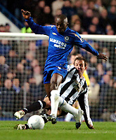 Photo: Ed Godden.<br /> Chelsea v Newcastle United. The FA Cup. 22/03/2006.<br /> Claude Makalele (L) is challenged from behind by Newcastle's Lee Bowyer.