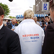 NLD/Hilversum/20050525 - Geert Wilders op campagne bezoek aan Hilversum, beveiliging