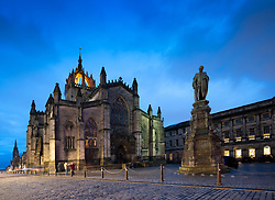 Night view of St Giles' Cathedral , or the High Kirk of Scotland, on the Royal Mile in Edinburgh Old Town, Scotland, UK