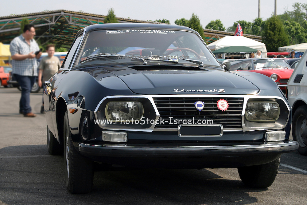 Lancia Fulvia S Sport car front view