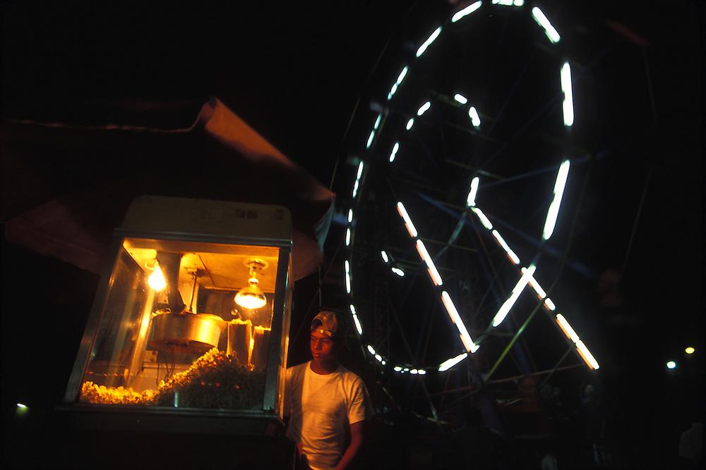 BELIZE / San Pedro / Popcorns stand and big wheel at San Pedro´s fair...© JOAN COSTA