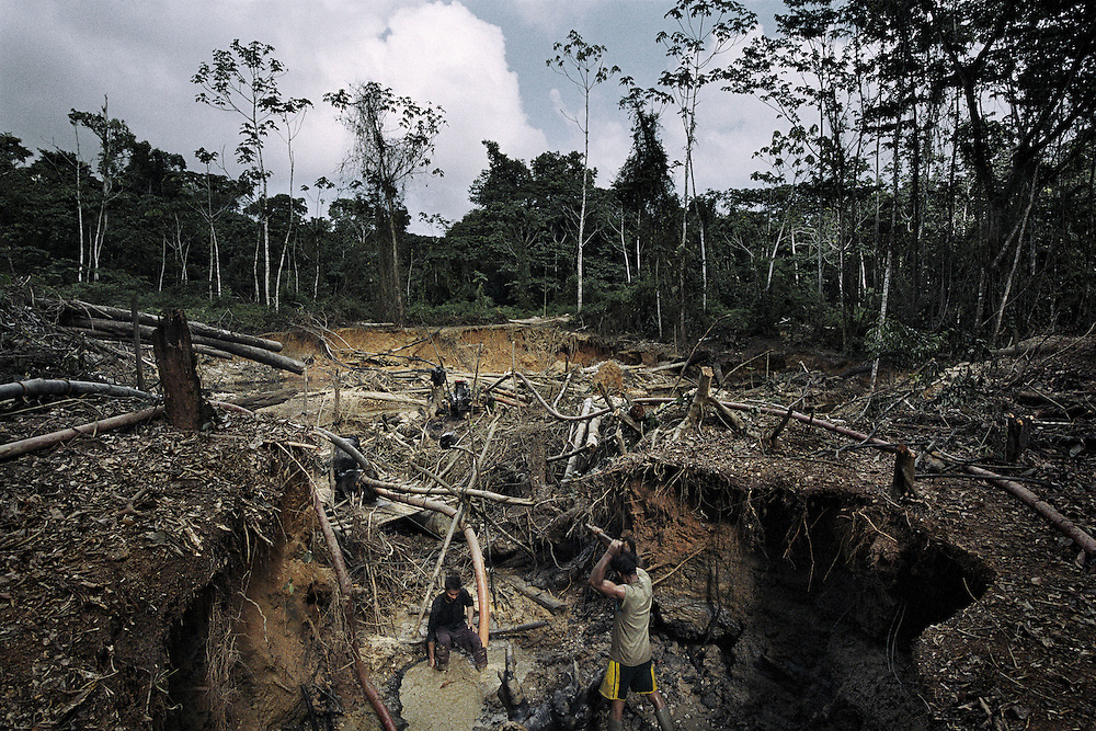 French guiana, Boca do jacare, crique Ipoussing.<br /> <br /> Orpaillage clandestin bresilien.