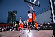Basketball: ING-DiBa German Championship 3x3, Deutsche Meisterschaft, Herren, Finale, Hamburg, 05.08.2017<br /> Spielszene<br /> (c) Torsten Helmke<br /> -------------------<br /> Von der Strasse zu Olympia: Seit Juni 2017 steht fest, das die Spielform 3x3 Olympisch wird. Premiere werden die Olympischen Spiele 2020 in Tokyo sein.