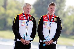 22.08.2015, Mailand, ITA, Kanu WM 2015, im Bild v. re.: Franziska Weber (Potsdam) und Tina Dietze (Leipzig) gewinnen bei der Weltmeisterschaft im KII 500m die Bronzemedaille // during the 2015 canoe world championship at Mailand, Italy on 2015/08/22. EXPA Pictures © 2015, PhotoCredit: EXPA/ Eibner-Pressefoto/ Freise<br /> <br /> *****ATTENTION - OUT of GER*****