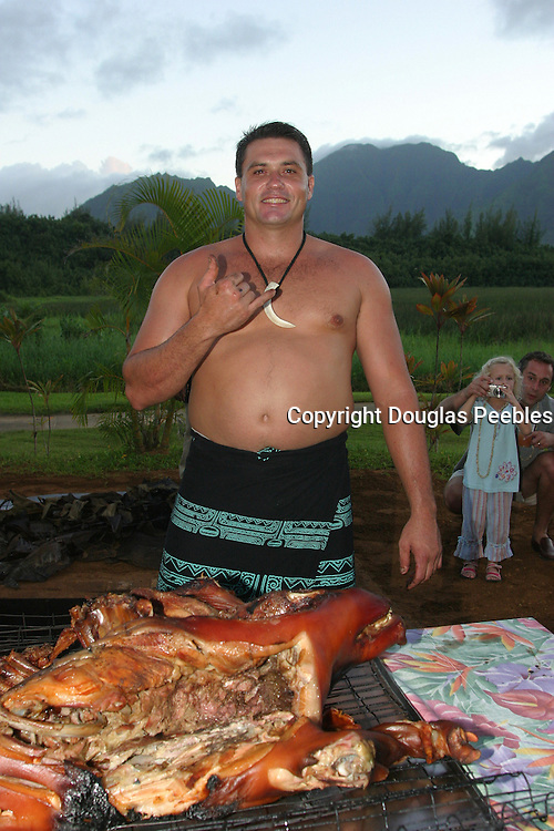 Removing pig from imu, Luau, Princeville, Hanalei, Kauai, (editorial use only, no model release)<br />