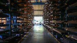 Ensaio na sede da empresa DANA, em Gravataí, RS. A Dana é líder mundial no fornecimento de sistemas de transmissão, vedação e gerenciamento térmico com alta tecnologia que melhoram a eficiência e o desempenho de automóveis, veículos comerciais e fora-de-estrada, com motorizações convencionais e de energia alternativa. Fundada em 1904 e com sede em Maumee, em Ohio, nos Estados Unidos, a empresa emprega mais de 23.000 pessoas em 25 países e 6 continentes. Registrou em 2015 vendas de aproximadamente US$ 6,1 bilhões. FOTO: Gustavo Roth / Agência Preview