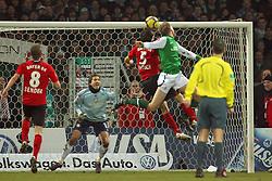 21.02.2010, Weserstadion, Bremen, GER,  1. FBL,  Werder Bremen vs Bayer 04 Leverkusen, im Bild Per Mertesacker (Werder #29) erzielt buchstäblich in der letzten Sekunde den 2:2 Ausgleich per Kopfballtreffer.Jubel. Naldo (Werder #04) und Rene Adler (Baxyer 04 #01). EXPA Pictures © 2010, PhotoCredit: EXPA/ nordphoto/  Arend / for Slovenia SPORTIDA PHOTO AGENCY.