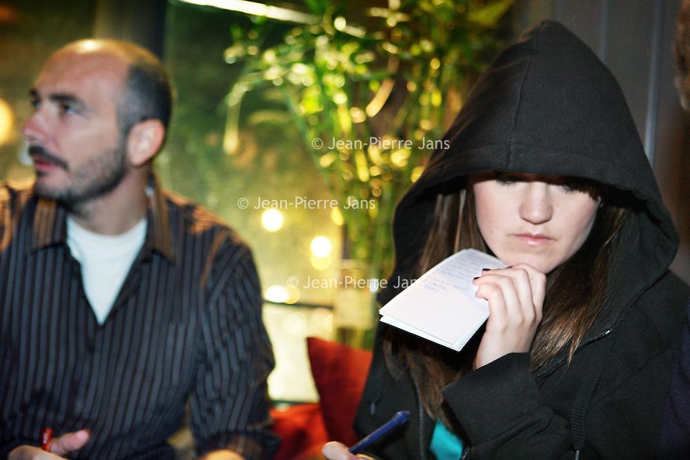 Nederland, Amsterdam , 26 april 2010..Maandagavond publiek in Stand up comedy theater cafe Boom Chicago op het Leidsche Plein tijdens de z.g. Pub quiz avond..Foto:Jean-Pierre Jans