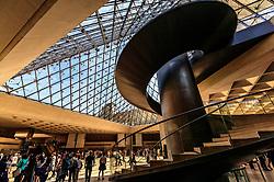 THEMENBILD - Innenansicht des Louvre Museums mit seiner Architektur und Besuchern, aufgenommen am 09. Juni 2016 in Paris, Frankreich // Interior view of the Louvre Museum with its architecture and visitors, Paris, France on 2016/06/09. EXPA Pictures © 2017, PhotoCredit: EXPA/ JFK
