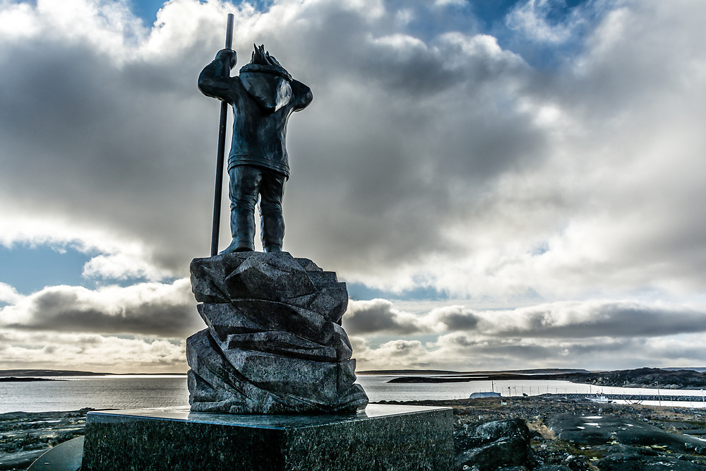 In 1953-1955, the canadian government send few inuit family from Inukjuak to far north with a promise of a better life. They never came back and they have to live in very hard condition. This monument is there to remember.