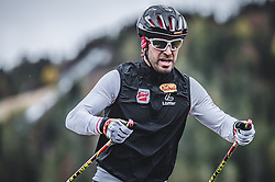 23.10.2018, Casino Arena, Seefeld, AUT, OeSV, Nordische Kombination, Training, Skiroller, im Bild Co Trainer Christoph Bieler (AUT) // Assistant Coach Coach Christoph Bieler of Austria during the Skiroller training of Austrian Nordic Combined team at the Casino Arena in Seefeld, Austria on 2018/10/23. EXPA Pictures © 2018, PhotoCredit: EXPA/ JFK