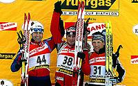 Skiskyting<br /> Verdenscup Pokl<br /> 08.01.2004<br /> Foto: Digitalsport<br /> Norway Only<br /> <br /> Ole Einar Bjørndalen - Norge<br /> Vladimir Dratchev (BLR), Raphael Poiree (FRA)