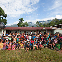 School photograph with the teachers and students in Concepción Actelá, Alta Verapaz.