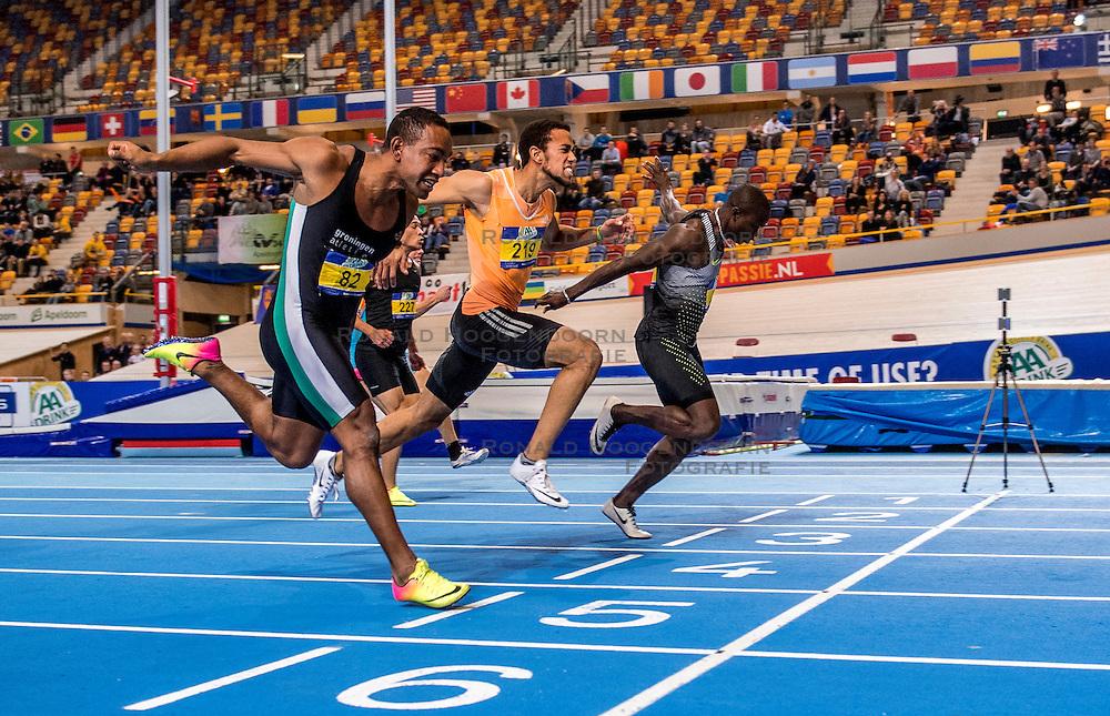 11-02-2017 NED: AA Drink NK Indoor, Apeldoorn<br /> De 60 meter wordt gewonnen door Solomon Bockarie (r), Devron Jepma pakt het zilver en Giovanni Codington 82 het brons