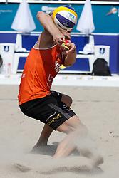 20180717 NED: CEV DELA Beach Volleyball European Championship day 3<br />Sven Vismans (1) of The Netherlands, chicken wing<br />©2018-FotoHoogendoorn.nl